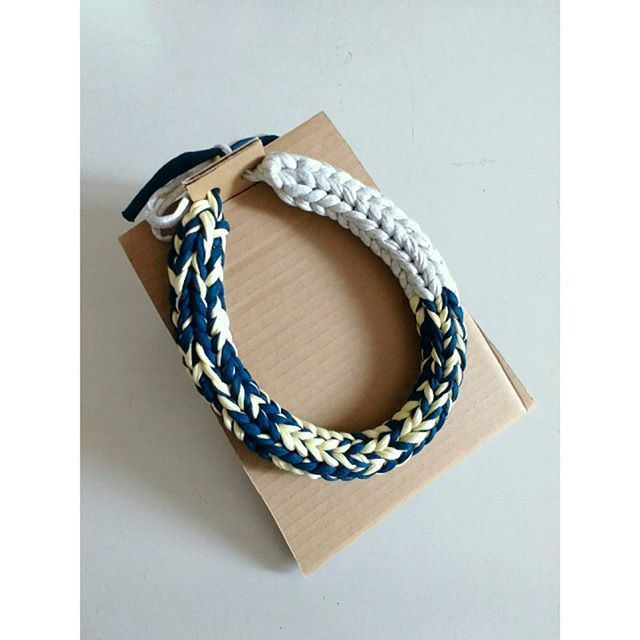 Giallo. Blu. Grigio. | Gilda  #yellow #blue #grey #necklace #colorfulsiw #sistersinwoolfi #yarnlover #cotton #casual #ecofashion #ecochic #nofilter #picoftheday #inspiration #april #girlfashion #fashion #jewellery #knit #handmade #festival