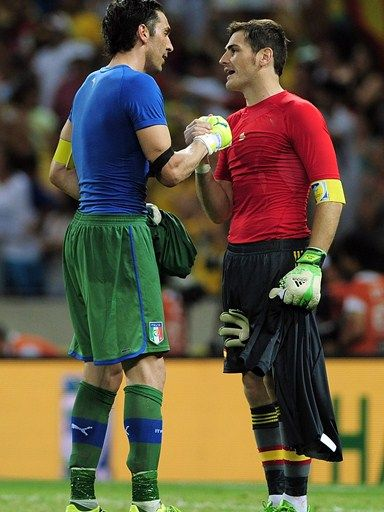 FORTALEZA, BRAZIL - JUNE 27: Gianluigi Buffon of Italy shakes hands with Iker Casillas of Spain (R) at the end of a penalty shootout during the FIFA Confederations Cup Brazil 2013 Semi Final match between Spain and Italy at Castelao on June 27, 2013 in Fortaleza, Brazil. (Photo by Shaun Botterill - FIFA/FIFA via Getty Images)