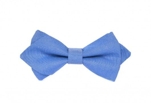 Elegancka mucha męska, uszyta z najwyższej jakości bawełny w kolorze niebieskim. Posiada regulację obwodu, dzięki czemu można ją wygodnie zakładać i zdejmować. Szerokość muchy: 12 cm. Uszyta ręcznie z wysokiej jakości bawełny. Pasek z regulacją w kolorze białym. ...