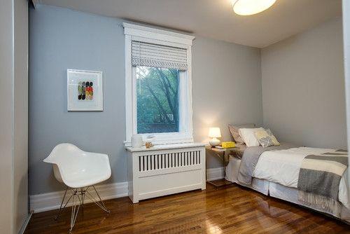 Dormitor de o persoana cu masca pentru calorifer sub fereastra