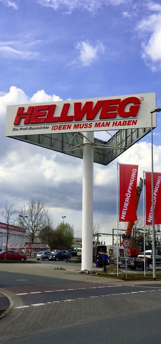 New hoher Werbeturm mit aufgesetzten LED Profilbuchstaben