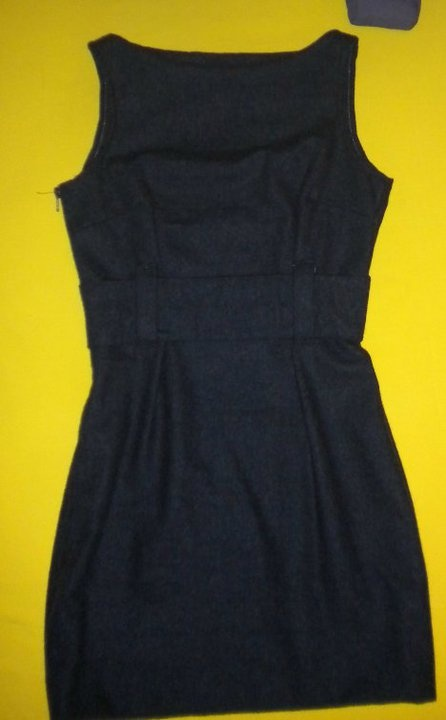 tubino grigio scuro in tessuto di lana con cintura in vita.     dark gray tube dress in wool belted at the waist.