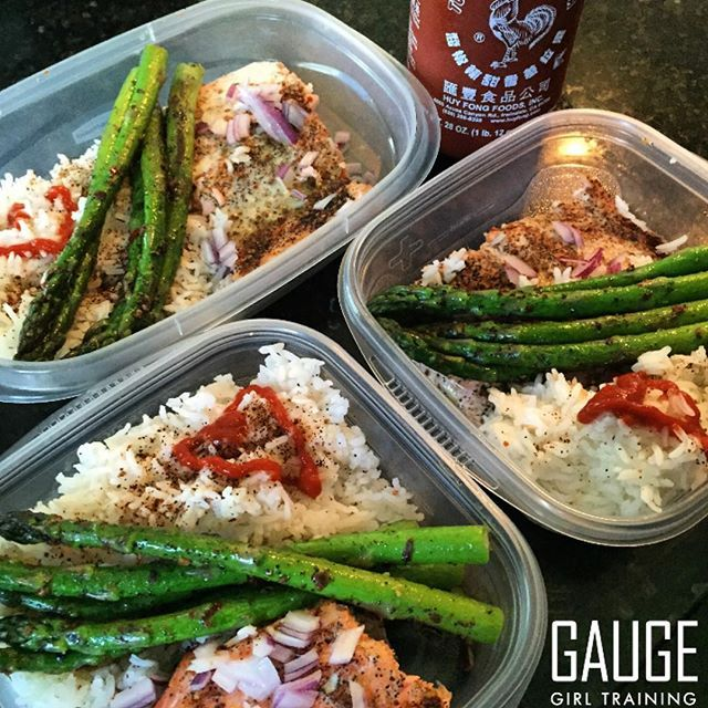 Need meal ideas that are healthy and still taste good? Check out this meal prep for a client on a 2700 calorie meal plan, this is 3 out of 6 of his meals featuring white rice, asparagus, and salmon. The flavors were optimized with #sriracha hot sauce and red onions per the clients preferences (without adding calories). The salmon was seasoned with #traderjoes Bbq coffee garlic rub before baking.