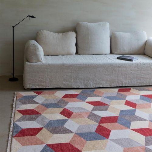 Tapis design en laine multicolore a motifs cubiques effet 3D rappelant Vasarely par Ligne Pure