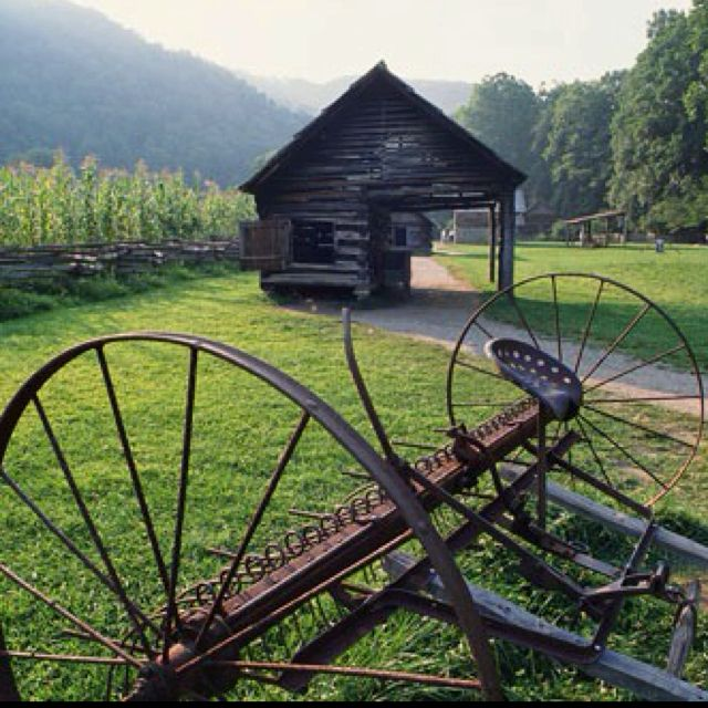 Cades Cove, Smoky Mountains, Tennessee http://www.discovercadescove.net
