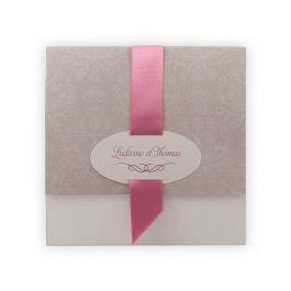 Faire-part mariage chic : Pochette motifs baroques/ gris & ruban rose