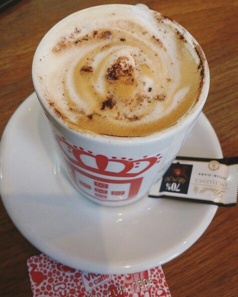 It was coffee time! Messed up latte at VidaeCaffe. Coffee lovers in love <3