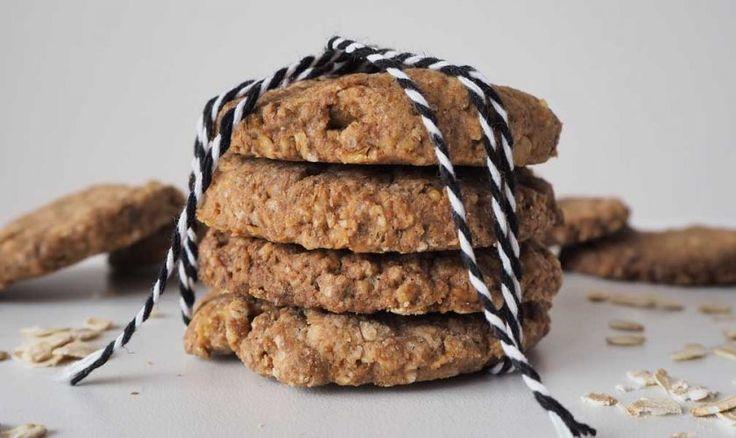 Receta de galletas de avena. Cómo preparar galletas caseras de avena con harina integral. Deliciosas cookies de avena veganas muy crujientes, sin huevo, mantequilla ni leche.