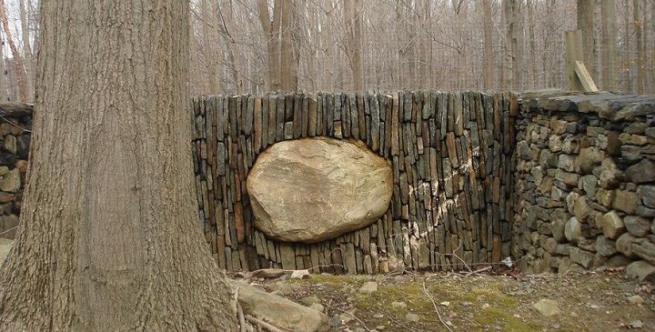 Wall by Andy Goldsworthy in Bedford, NY. A vertically laid wall holds up an enormous boulder. www.goldsworthy.cc.gla.ac.uk