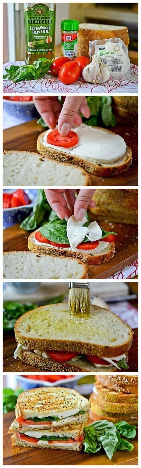 Maak een heerlijke Italiaanse tosti-sandwich. Beleg brood met mozzarella , tomaat, basilicum, peper, knoflook. Bestrijk het brood met olijfolie en bak het even aan.