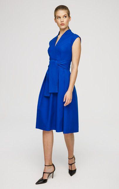 Feminines Kleid mit angeschnittenen Ärmeln und V-Ausschnitt. Ein leichter Stretchanteil und abgenähte Fältchen auf Taillenhöhe sorgen dafür, dass das Kleid aus luftiger Baumwolle die weibliche Silhouette gekonnt betont. Der Taillengürtel wird nicht mitgeliefert, dieser ist nur ein Styling-Accessoire.#MODELFIT: Das Model trägt Größe S/36, ist 1,78 cm groß und hat einen Taillenumfang von 60 cm.#Fit-and-Flare-Design V-Ausschnitt Angeschnittene Ärmel Ohne Taillengürtel Rückteil mit Zipper