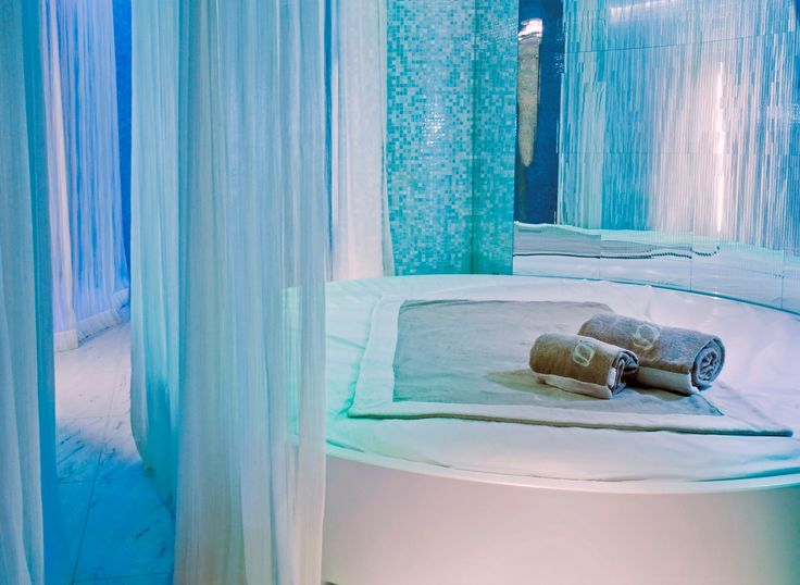 Escape the crispy autumn weather by visiting the CastaDiva Spa! To add even more exclusivity to your wellness, the spa offers a unique range of signature treatments for you to  enjoy. That's the right way of embracing the season, isn't it? Discover our Day Spa Break – the ultimate pampering experience: http://bit.ly/1H7nImv  Step into Winter #Stayatcastadiva #LakeComo #Italy