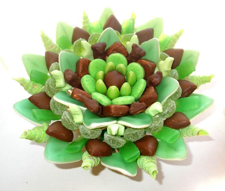 Tarta de chuches - Candy cake - Gâteau de bonbons - Snoeptaart - #gominolas #golosinas #chocolate  Pinterest | https://pinterest.com/elcocinillas/