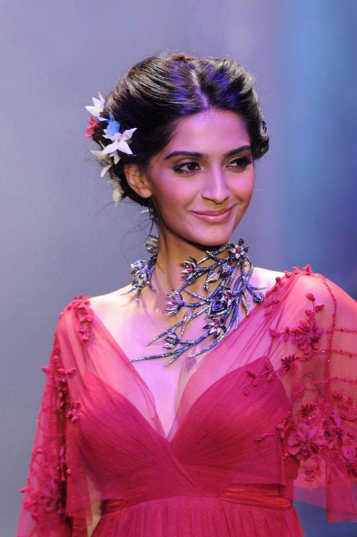 143 best Sonam Kapoor images on Pinterest | Sonam kapoor ...