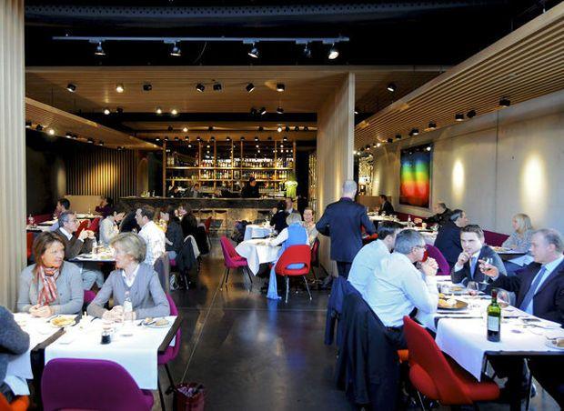 Het chique restaurant Bowery is ondergebracht in de Brusselse conceptstore Smets Premium (3 verdiepingen mode, design, schoonheid en kunst). Wat op het bord komt, is navenant.