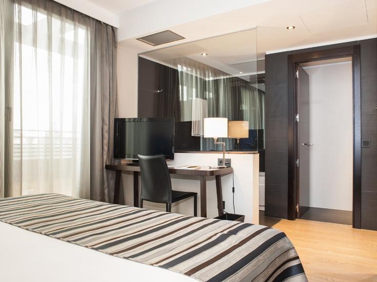 Cerraduras Spy en el EXE Moncloa ****.  El recientemente Inaugurado Hotel EXE Moncloa de Madrid cuenta con 161 habitaciones distribuidas en ocho plantas y está destinado a estancias de viajes de negocios. Cuenta con tres salas de eventos y reuniones, piscina exterior y gimnasio.