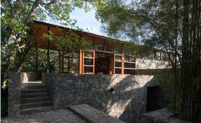 Family retreat at malabe by architect palinda kannangara for Architect images house