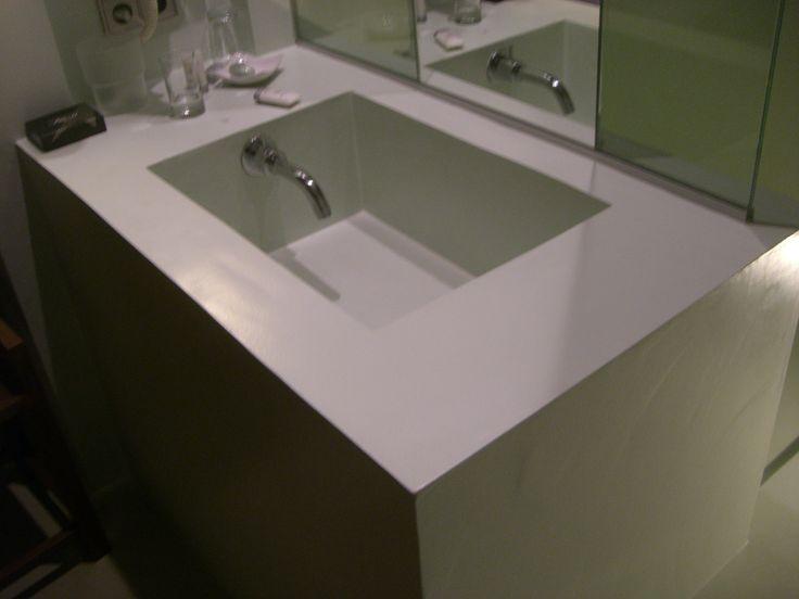 Hoteles/lavabos/grifos/versión 2  (muy útil para lavarse la cara)
