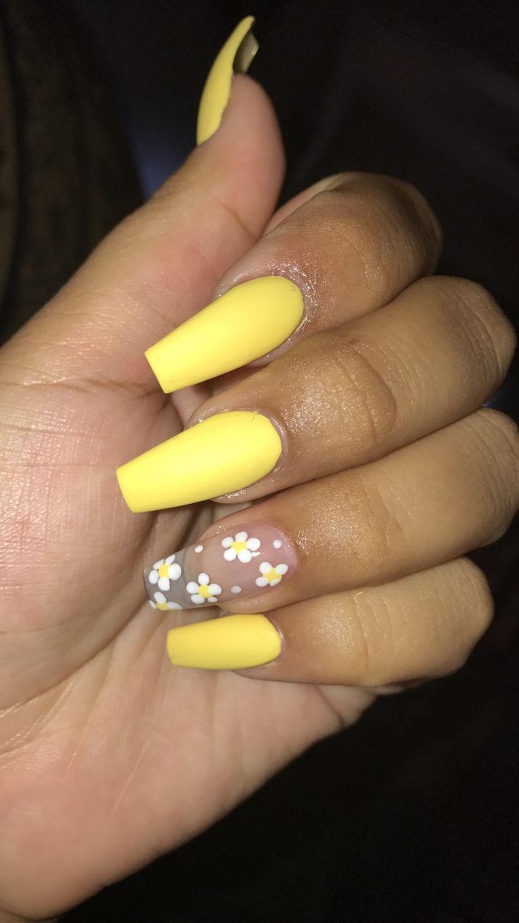 gelbe Nägel mit Sonnenblumenmuster – Acrylnägel
