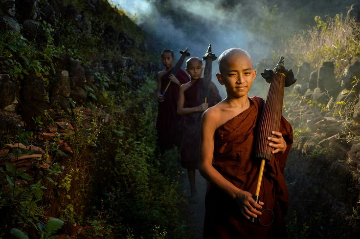 Novice monks,Mrauk-u Myanmar - Novice monks on the plain of mrauk-u Ratanabon Paya ,Mrauk-u Myanmar