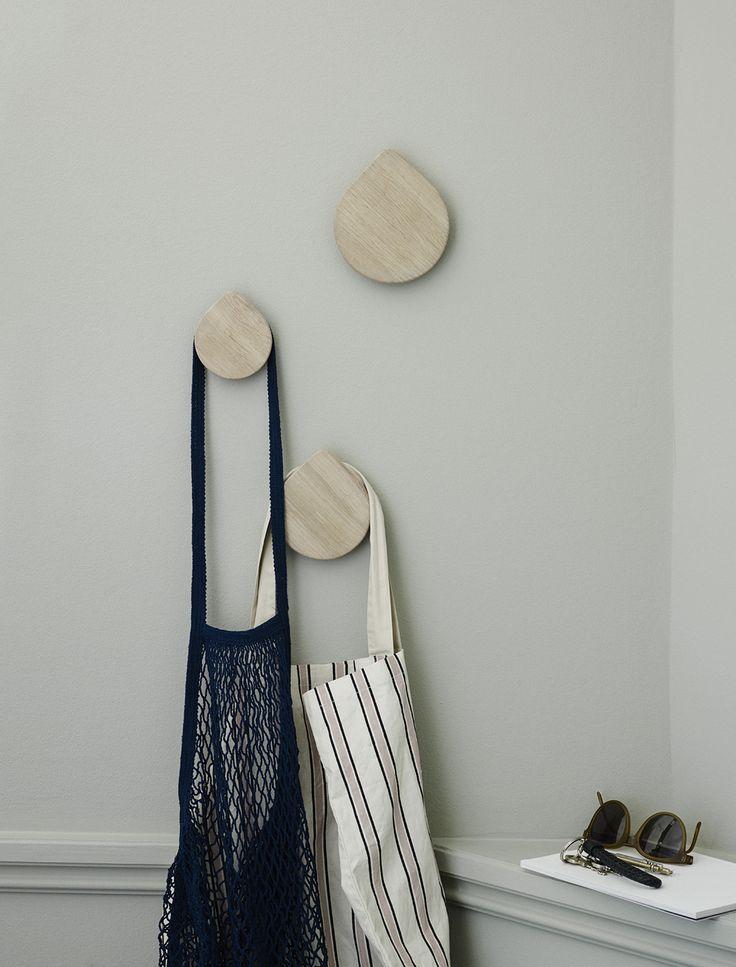 Regn Hook, klädkrok designad av Siv Lier för Skagerak. Krokarna har ett lekfullt och enkelt uttryck som symboliserar det nordiska vädret på et varmt och lättsinnigt sätt. När krokarna monteras skjuts de ut en bit från väggen, vilket ger gott om plats för både rockar, halsdukar och mössor. Regn Hook kommer i tre storlekar.