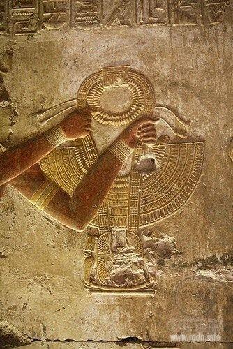 Древний Египет и знак АллатРа круг и полумесяц