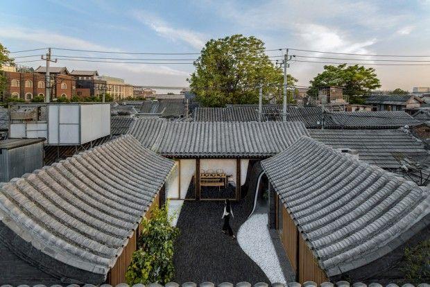Twisting Courtyard Renovation D Une Maison Traditionnelle Chinoise Par Archstudio Journal Du Design Maison Traditionnelle Cour Chinoise Maison