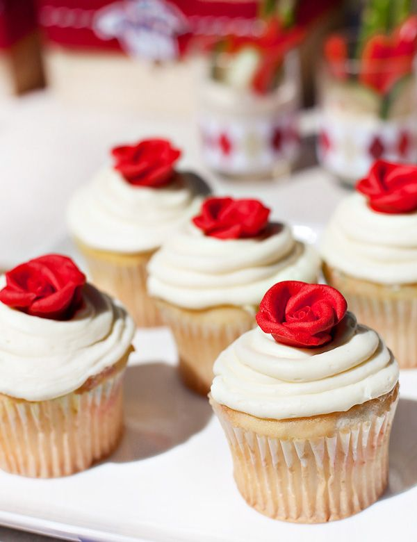 "super easy ""Run for the Roses"" Kentucky Derby party cupcakes (homemade cupcakes + store bought red icing roses!)"