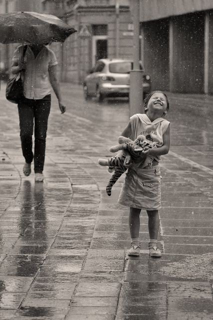 ..meraviglioso scatto.. c'è chi si copre e chi sorride e respira!