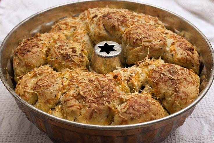 Garlic-parmesan pull apart bread