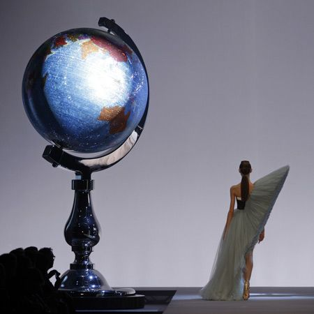 Dutch Artists Studio Job Designed The Scenography For Spring Summer 2010 Show By Fashion