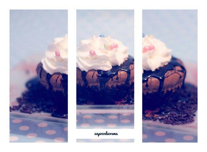 Hoy en unpocodecrema.blogspot.com os traigo un brownie hecho con aceite de oliva y oreo, de estos dias que me da por innovar y sale bien jaja :)