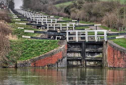 Caen Hill Locks are a flight of locks on the Kennet and Avon Canal, between Rowde and Devizes in Wiltshire England