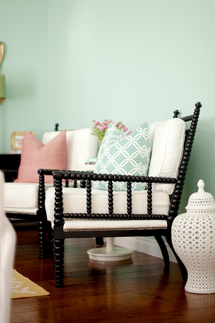 Spindle chair - fresh and clean  BDG Style: Family Room
