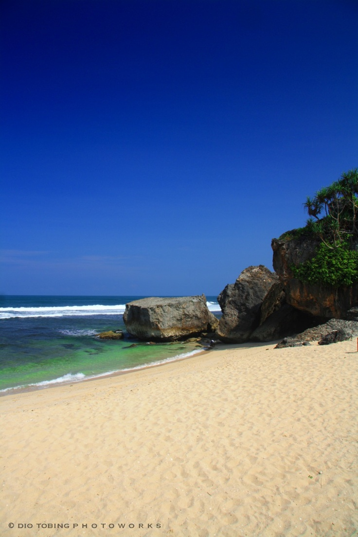 """Hear The Ocean Sing"", Indrayanti Beach - Wonosari, Yogyakarta | Indonesia    By: Dio Herdiawan Tobing"