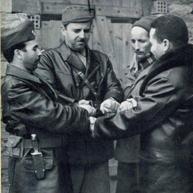 Photo rare, des chefs historiques de la région de Kabylie.(de gauche à droite) Krim Belkacem, Mohamedi Saïd, Dehiles Slimane dit le colonel Sadek et le colonel Ouamrane.