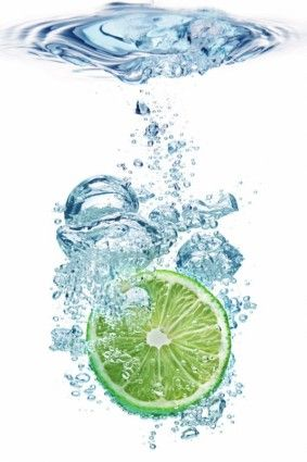 lemon into the water instant highdefinition picture
