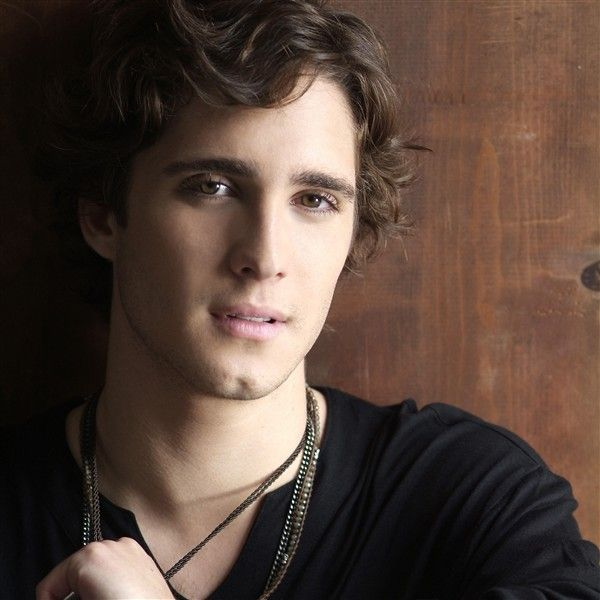 Diego Gonzalez Boneta, the gorgeous guy from Rock of Ages <3- mexican american actor