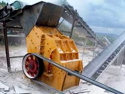 The hammer crusher, also named hammer mill, crushes by the collisions between high-speed hammer and materials. It has features of simple structure, high reduction ration and high efficiency etc.
