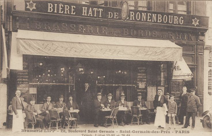 La célèbre Brasserie Lipp du boulevard Saint-Germain. On voit encore l'ancien nom de l'établissement, Brasserie des Bords du Rhin (carte postale, vers 1915)