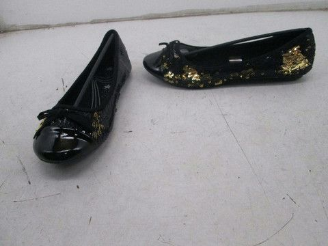 Spot-On by Unze Two-Tone Shimmer Flats Black/Gold Size 4 $50 Value