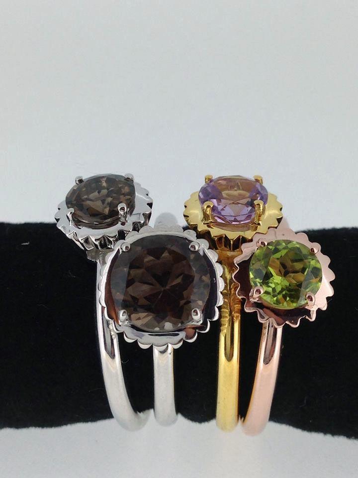 Divertenti anelli in argento e pietre di colore naturali della linea Piccoli Pasticci, dalla nuovissima collezione La Vita Dolce di Sigismondo Capriotti (Capriotti Gioielli)