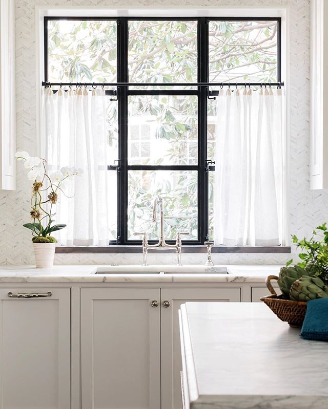 I am all over cafe curtains in sheer linen!  Everyone has an iron window but me. Dang it. @ladisicfinehomes @rusticwhite  @benjaminmoore  White Dove. @lmarchitect @studioentourage  #whitekitchen #ironwindows #sherryhartdesigns