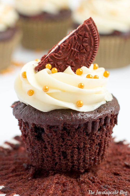 Pipeable Cream Cheese Frosting - The JavaCupcake Blog