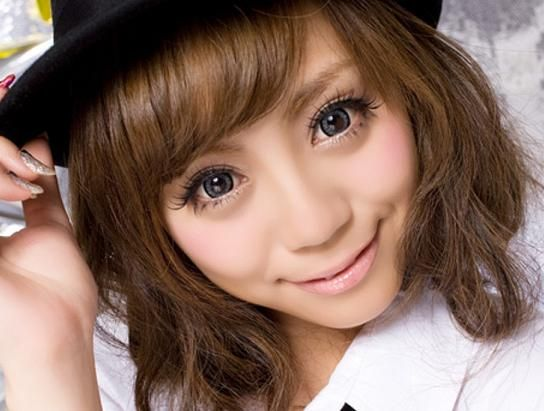 Beautiful Eyes with contact lenses http://loguku.com