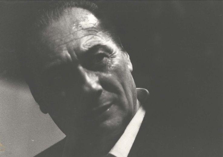"""Ermanno Besozzi (1912-1986) Si diploma disegnatore meccanico a Gallarate, studia nelllo studio G. Rinaldi. Nel 1937, in Africa, attività figurativa. Dal 1949 con la Società Storico Artistica """"Cesare da Sesto"""" direttore di mostre e concorsi. Nel 1952 con Fedeli, in Francia esegue lavori di """"strappo di affreschi"""". Nel 1961-62 dipinge i """"rovi e rami"""". Nel 1964-65 """"ricordi di viaggio"""" e """"racconti"""". Nel 1966, le """"colombe e i primi collage"""". Nel 1968 l'amicizia di Fontana inizia i """"quadri oggetto"""""""