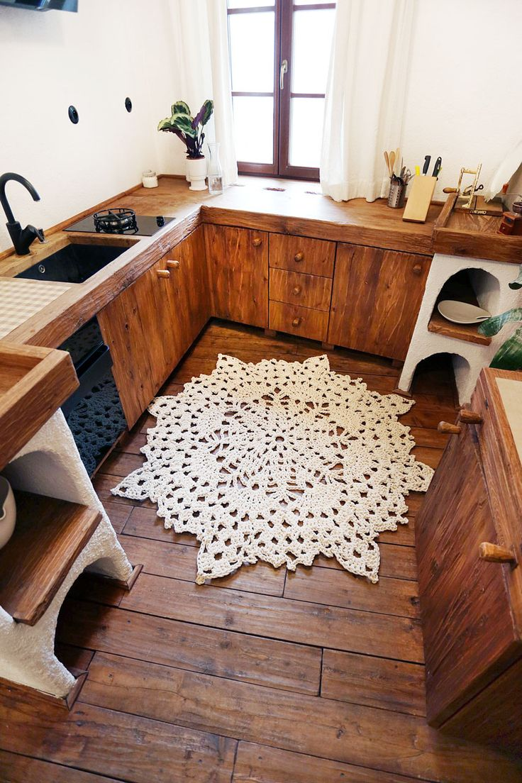Check out this charming custom made rustic kitchen. Marvelous wooden floor with  stunning handmade design carpet by Merle Holm  #homedecor #interiordesign #handmadecarpet