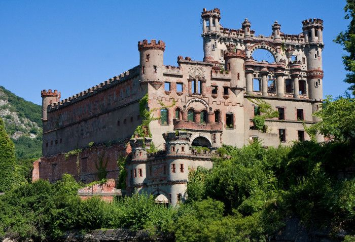 Here Are The 17 Most Magnificent Castles Across the U.S. . Bannerman Castle in Fishkill, New York.