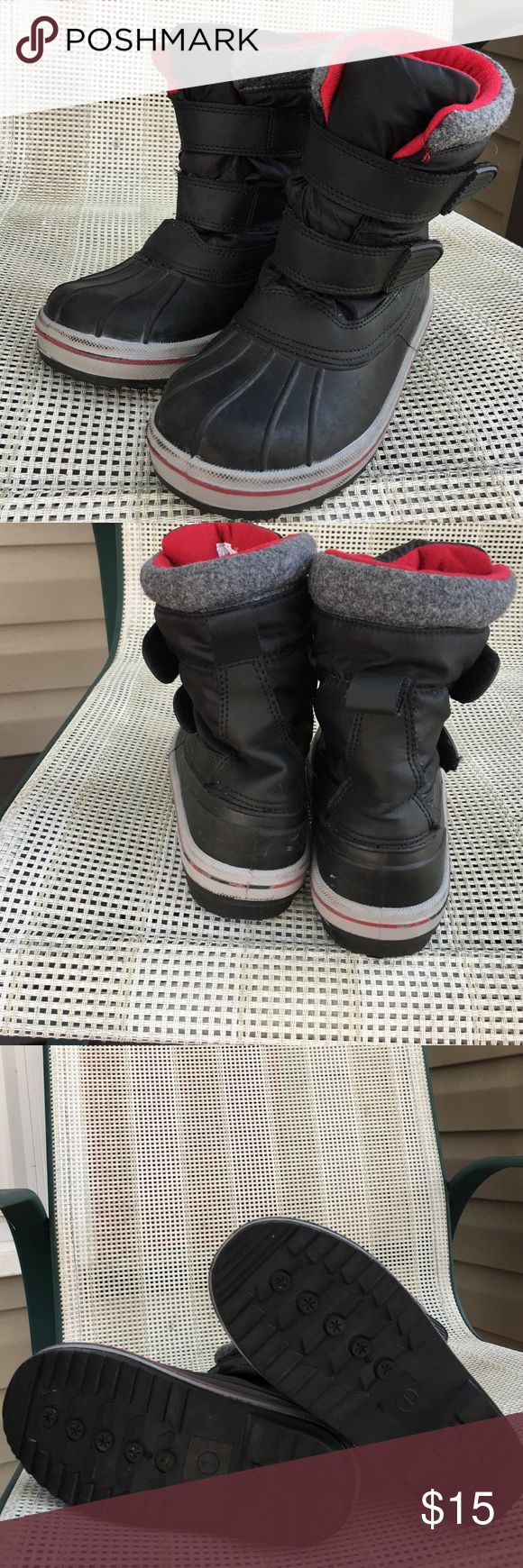 Thermalite boys snow boots Very nice boys insulated snow boots Velcro straps close pull on rubber bottoms Thermalite Shoes Rain & Snow Boots