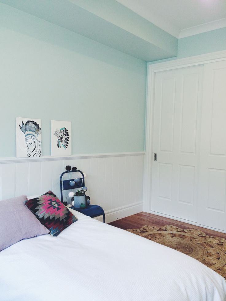 Completed project by Lazcon : bedroom detail with Dulux Spearmint Ice & Lexicon Half